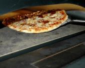 Készül a pizza